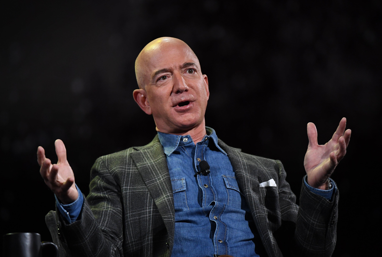 Jeff Bezos répond personnellement à une cliente d'Amazon qui s'oppose à «Black Lives Matter »
