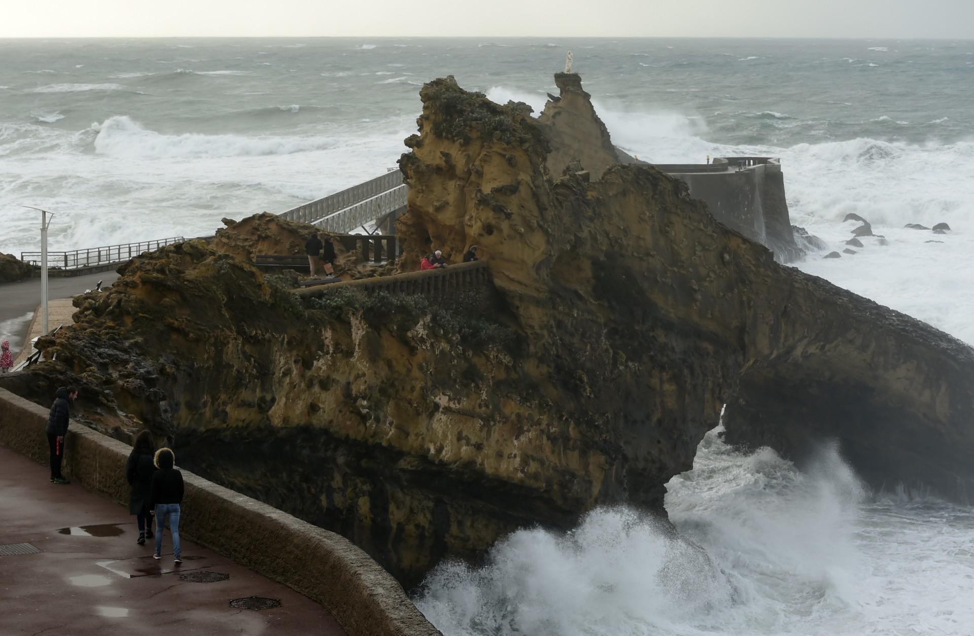 Tempête Barbara : le sud-ouest en alerte, 12 départements en vigilance orange
