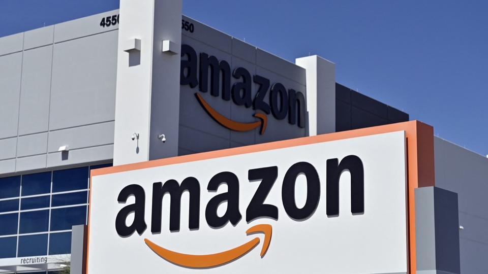 Amazon modifie l'un de ses logos, accusé de ressembler à Adolf Hitler - CNEWS