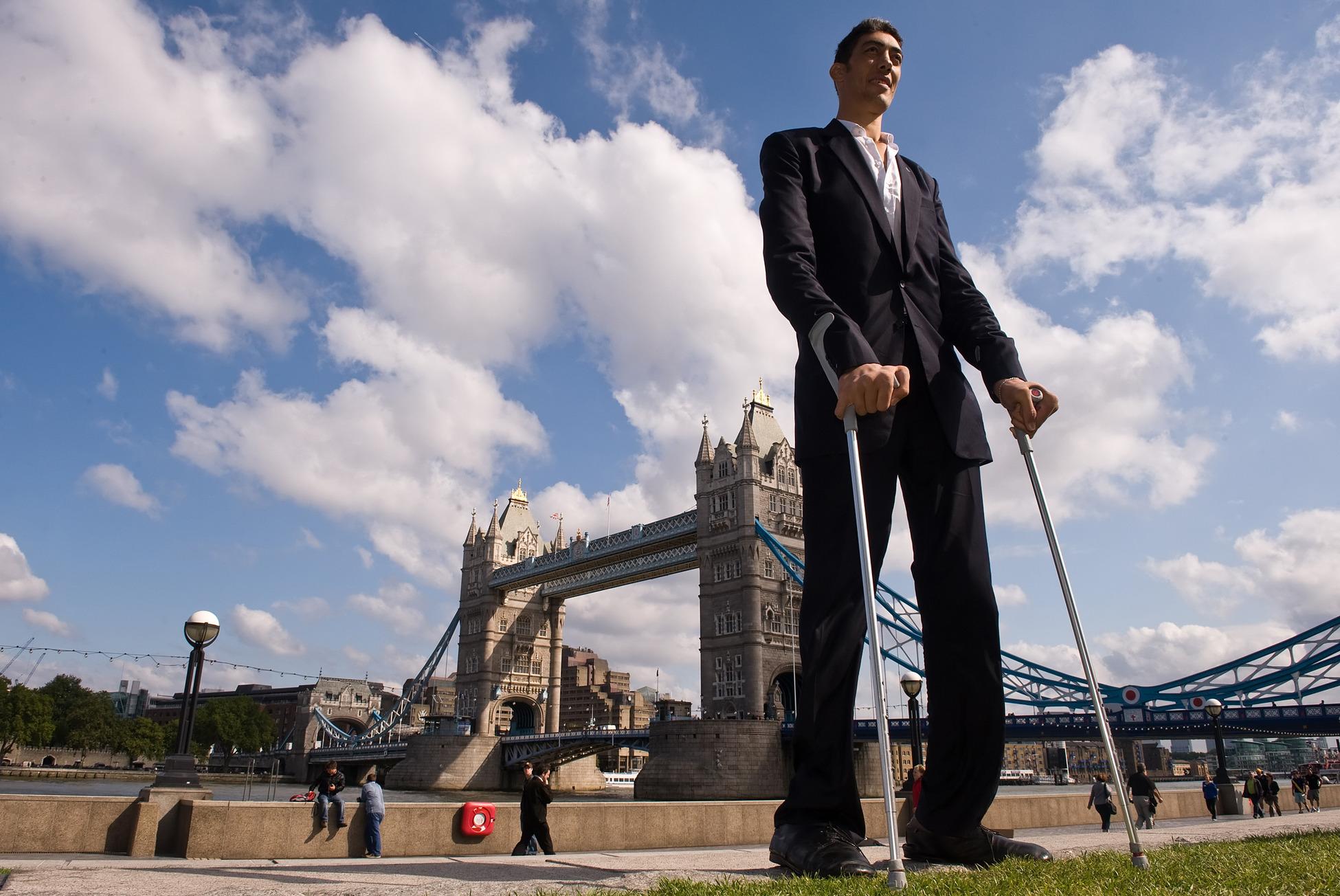 Самый высокий человек в мире из ныне живущих - Султан Косен.