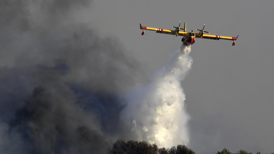 Un incendie ravage 300 hectares près de Marseille