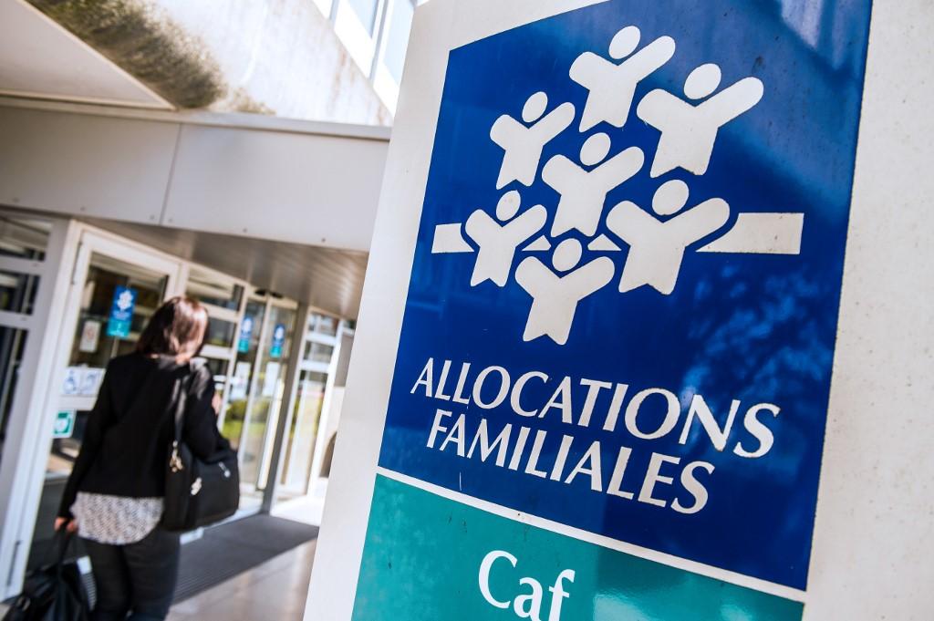 L'aide de 200 euros pour les jeunes précaires de moins de 25 ans versée dès aujourd'hui | CNEWS
