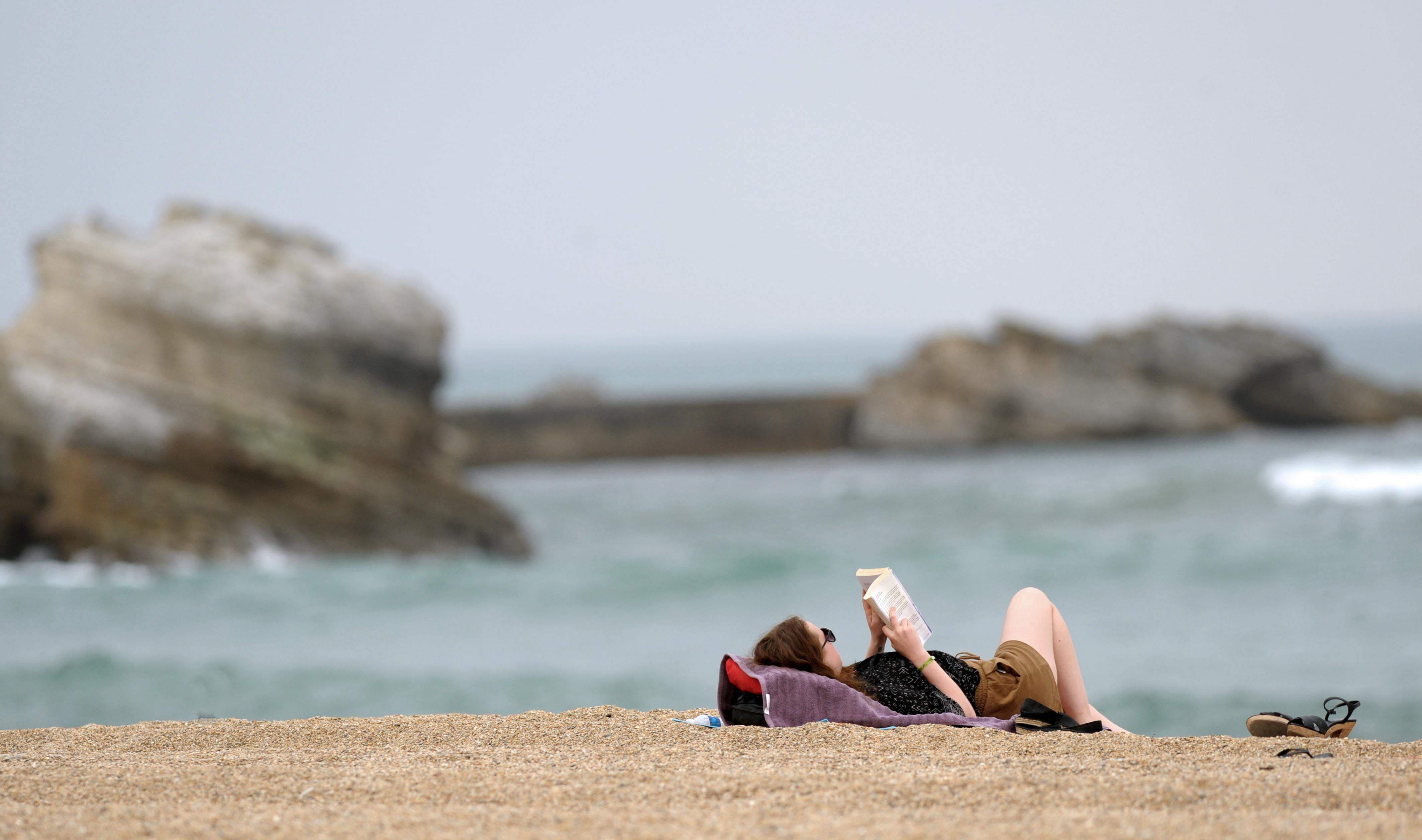 Vacances d'été : 69 % des Français comptent lire plus de livres pendant la saison estivale