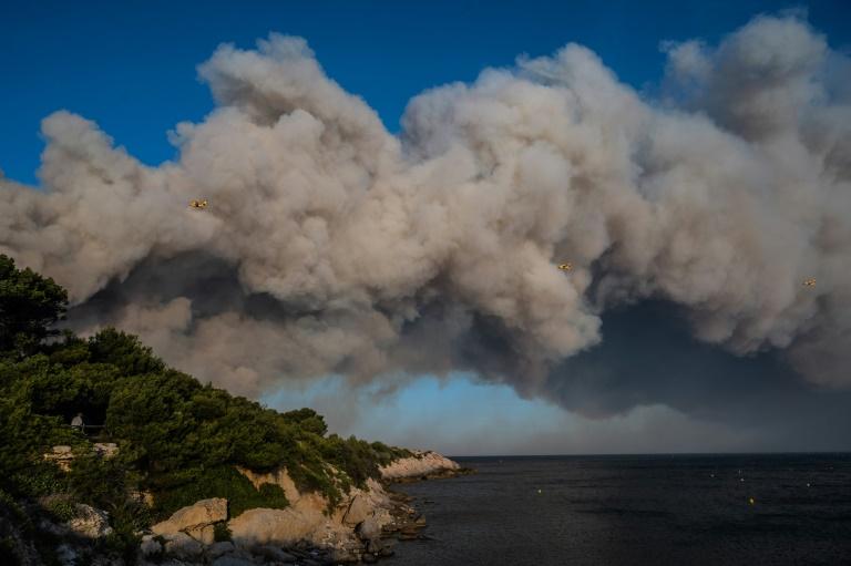 Incendie près de Marseille : 2.700 personnes évacuées
