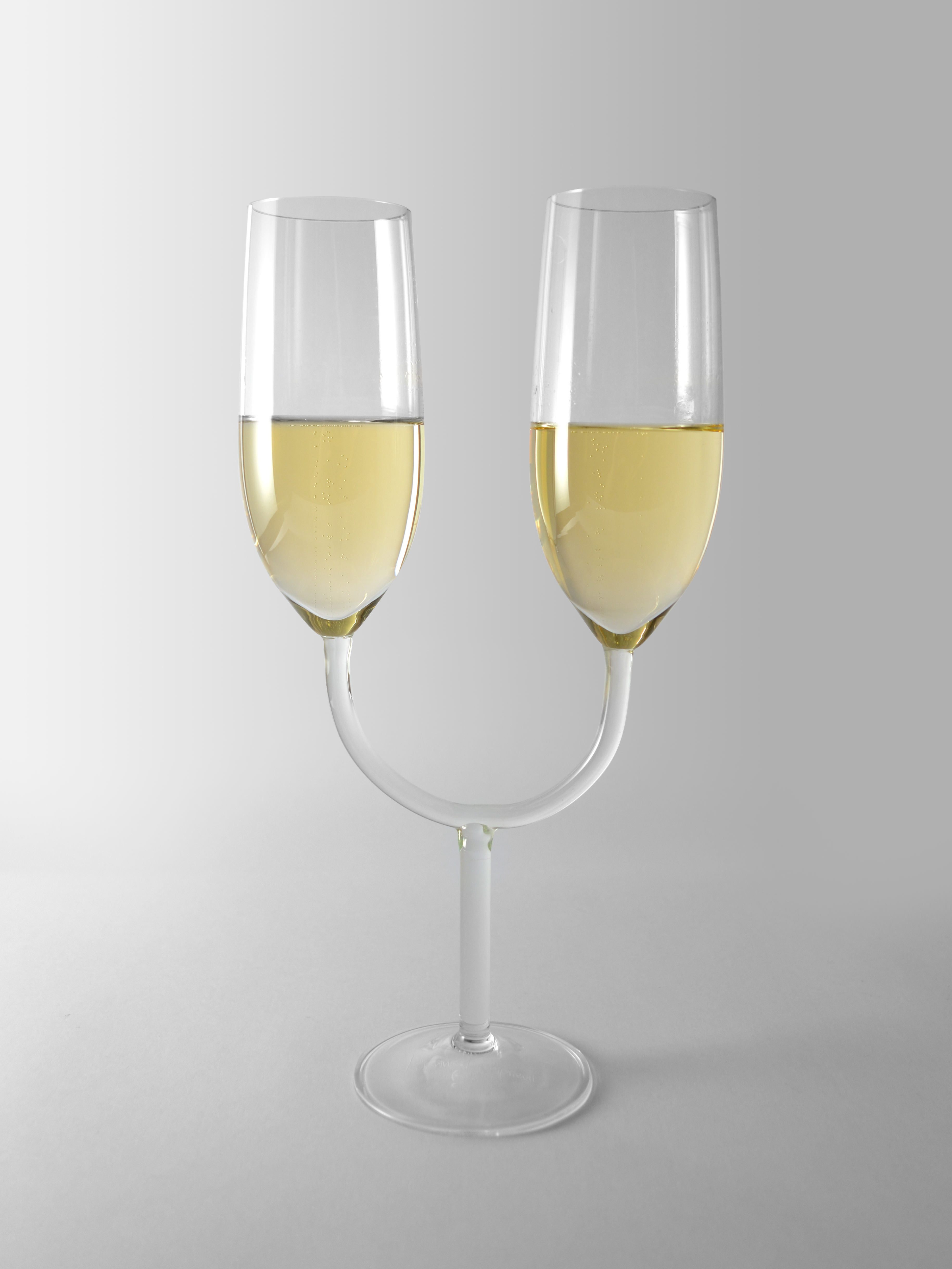 champagn_glass_c_katerina_kamprani_-_the_uncomfortable_5ddff225110ff.jpg