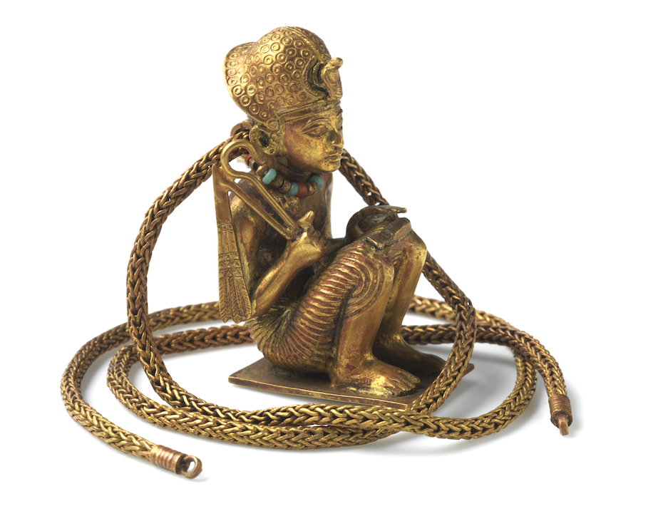 gem_189_gold_squatting_figure_and_chain_of_king_amenhotep_iii_emc_100817_0270_copie.png