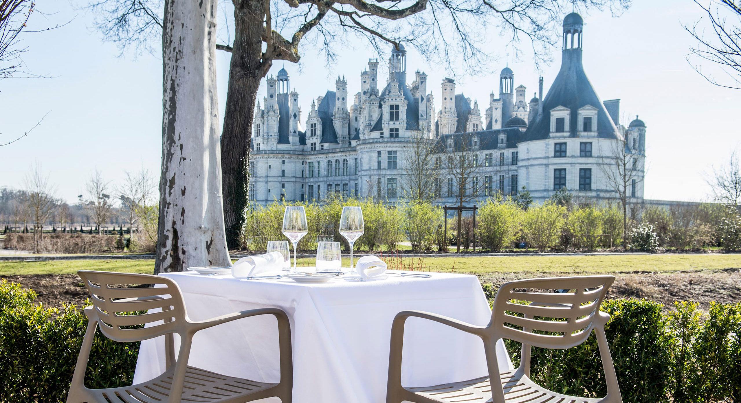 home-relais-de-chambord-restaurant-terrasse.jpg