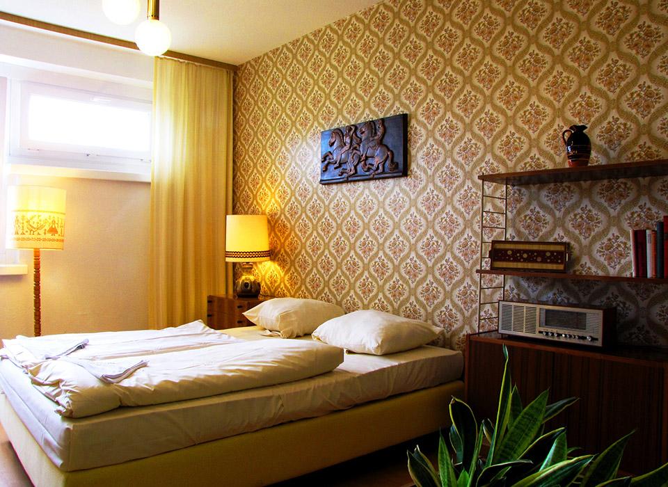 ostel_hostel_berlin_ddr_zimmer_gross_5dc2f3be984a9.jpg