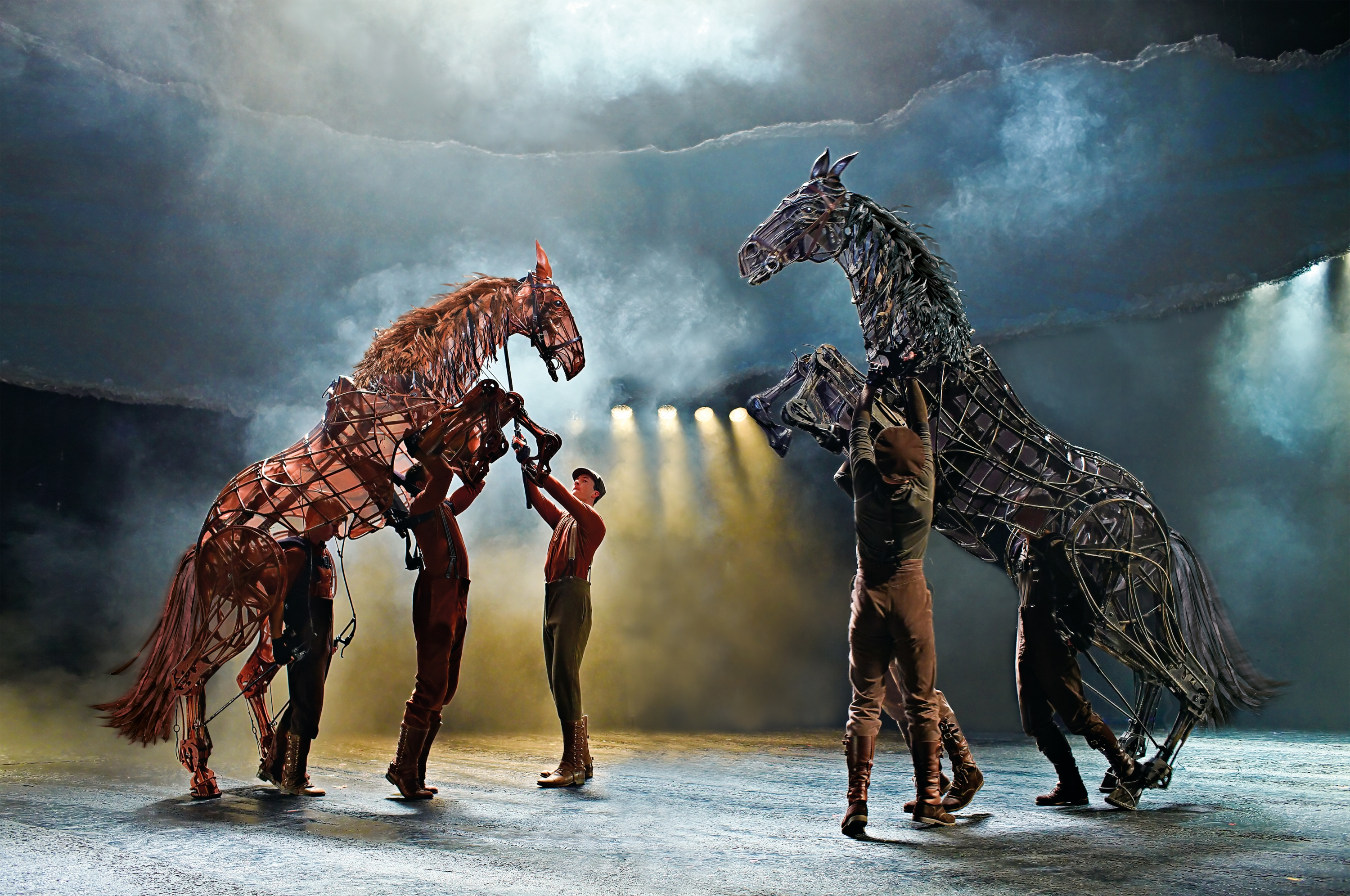war-horse-at-the-new-london-theatre_-photo-by-brinkhoff-migenburg-852-000_copie_5de13bc7c1dbe.jpg
