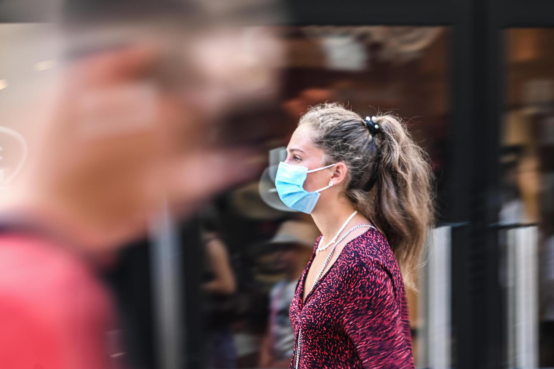 Port du masque en extérieur : faut-il l'imposer à Paris ?