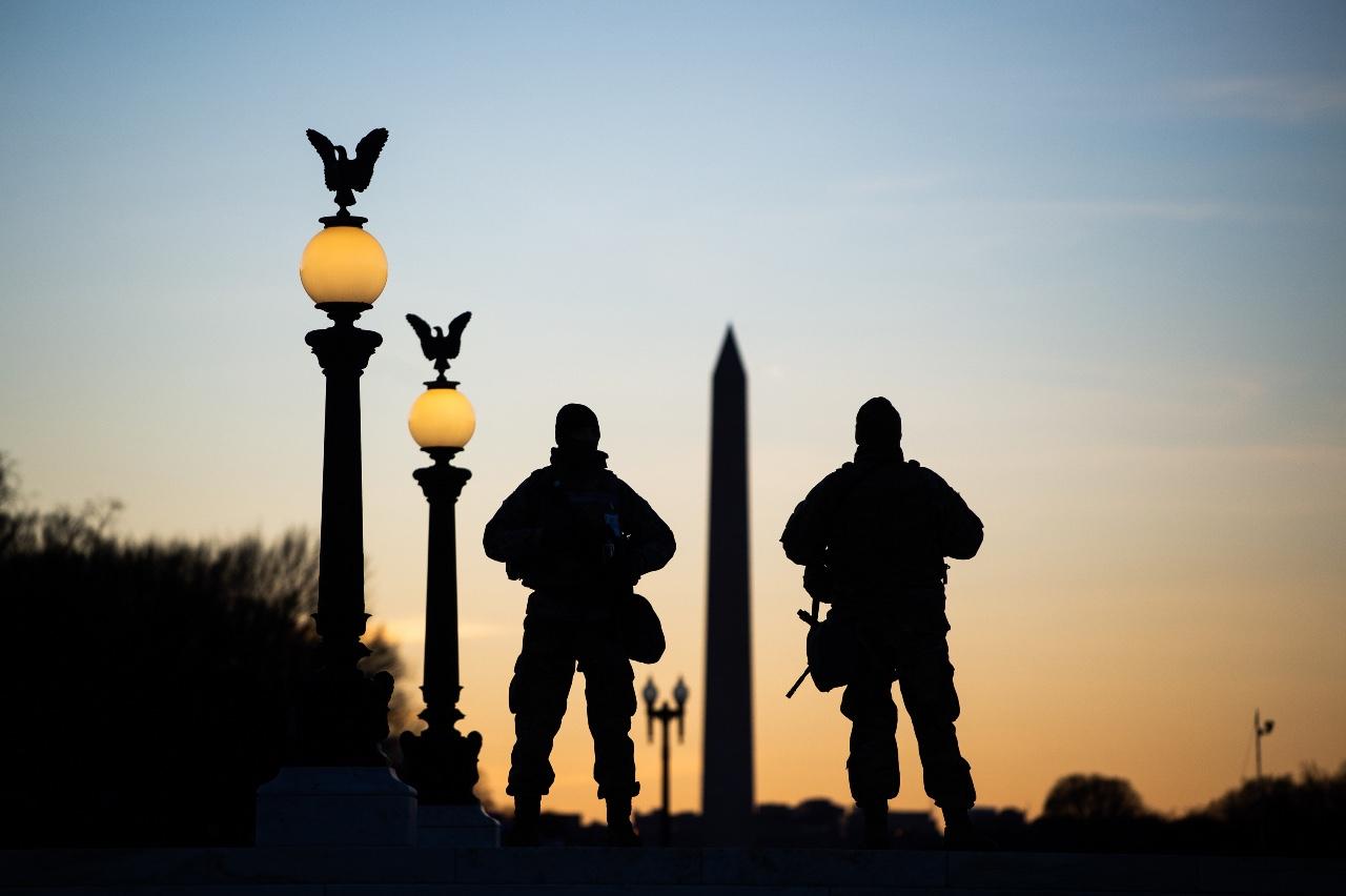 États-Unis : des soldats contraints de dormir par terre sur un parking après l'investiture de Joe Biden