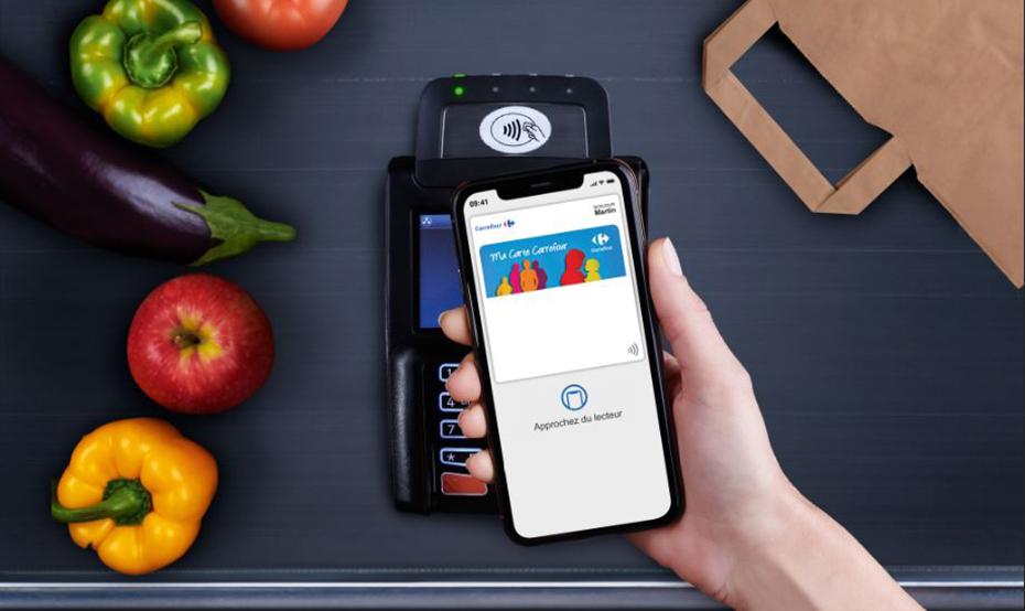 Avec un iPhone, on peut payer et utiliser sa carte de fidélité en un seul geste chez Carrefour ...