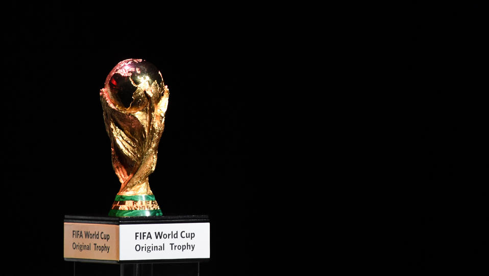 Tout savoir sur le troph e de la coupe du monde de - Comment fabriquer une coupe du monde en papier ...