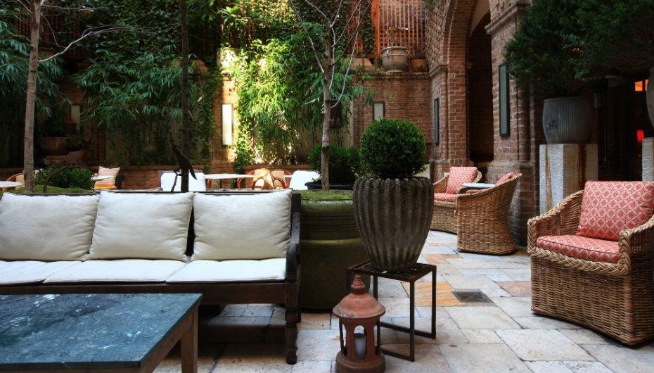 courtyard_wide_shot_0.jpg
