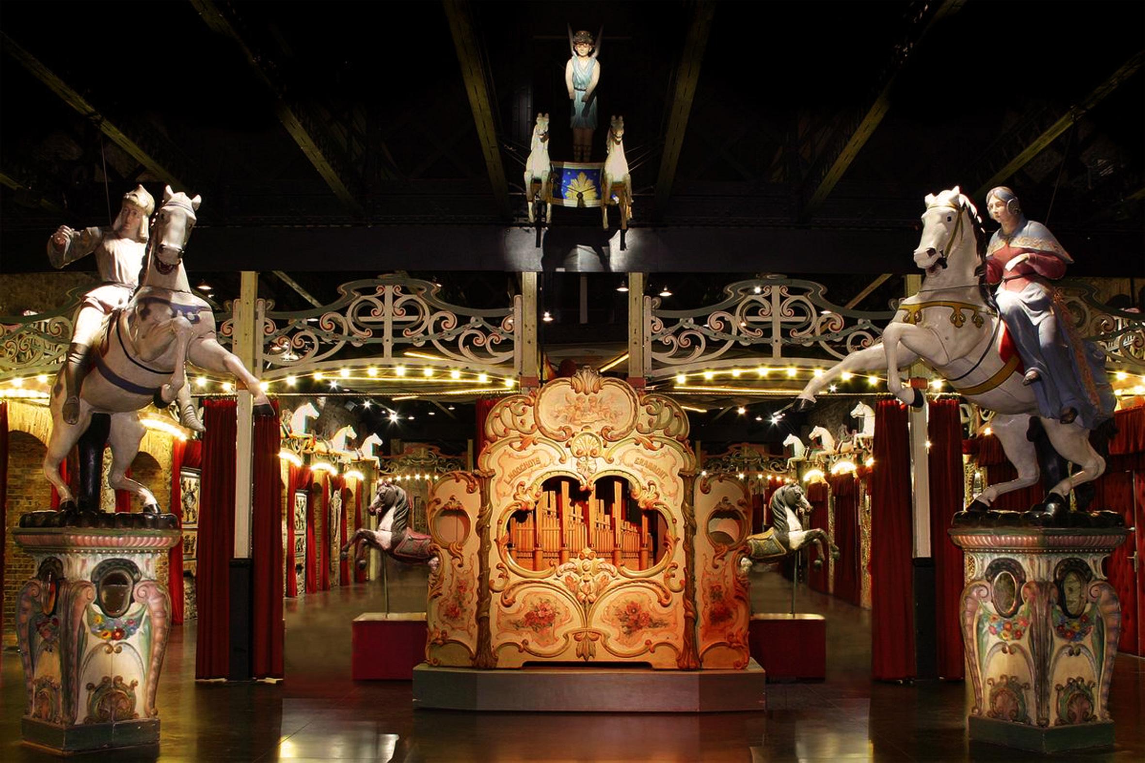 orgue_hooguys_dans_le_musee_des_arts_forains_c_pavillons_de_bercy.jpg