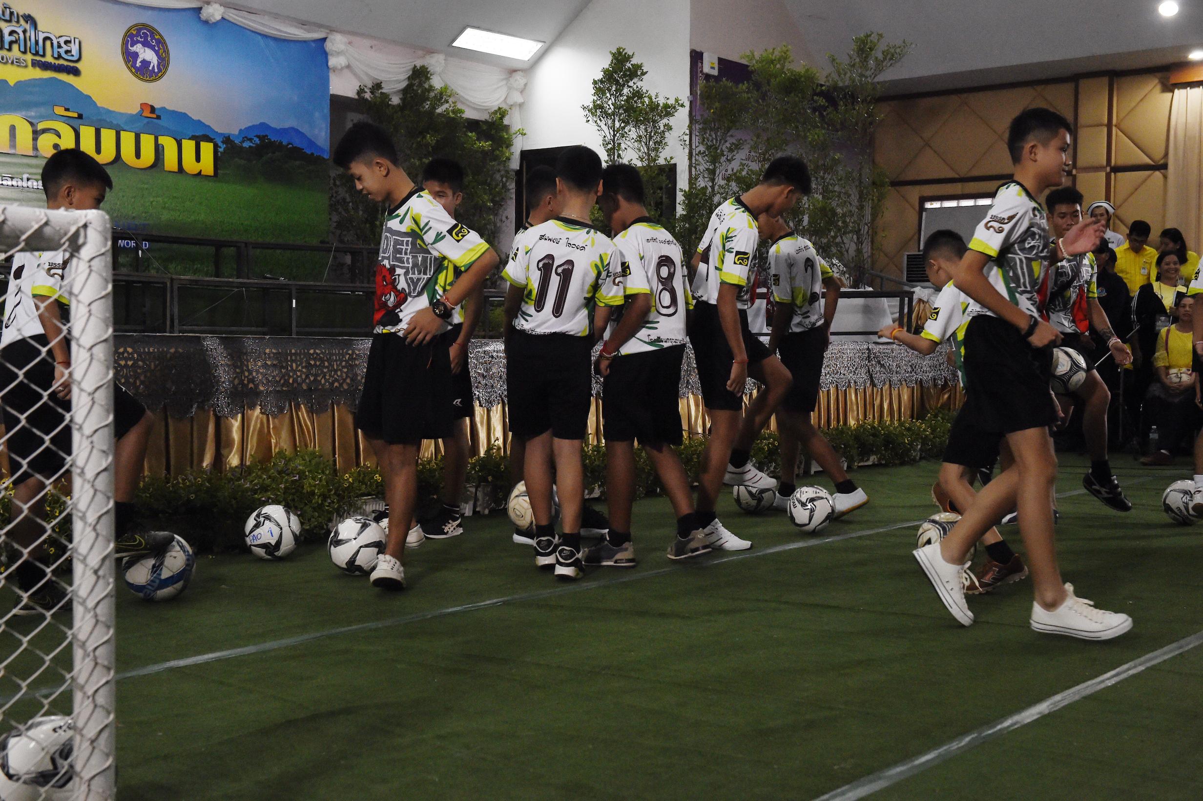 thailande_rescapes_football.jpg
