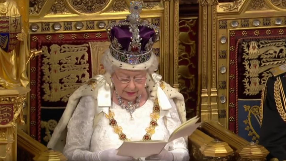 Elizabeth Ii Descendrait Du Prophete Mahomet Www Cnews Fr
