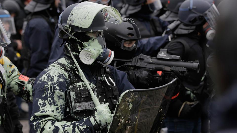foto de Gilets jaunes : des policiers visés par des bombes d
