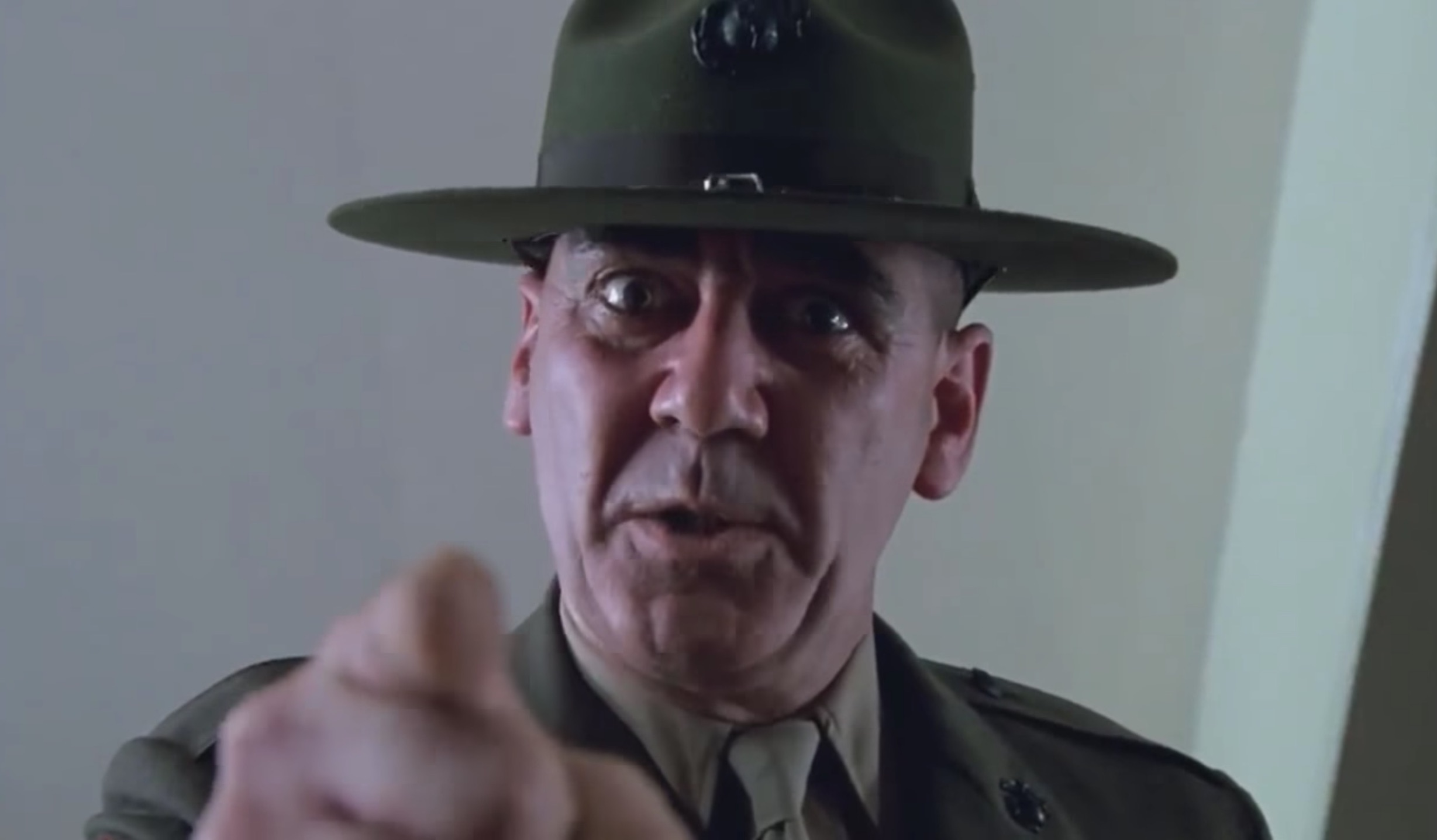 R Lee Ermey Full Metal Jacket Yelling R. Lee Ermey, l'acteur...