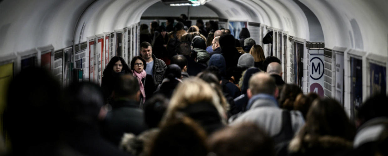 Ala pointe de la mobilisation, les salariés de la RATP et de la SNCF entendent faire reculer l'exécutif à tout prix, laissant présager une nouvelle pagaille dans les transports.