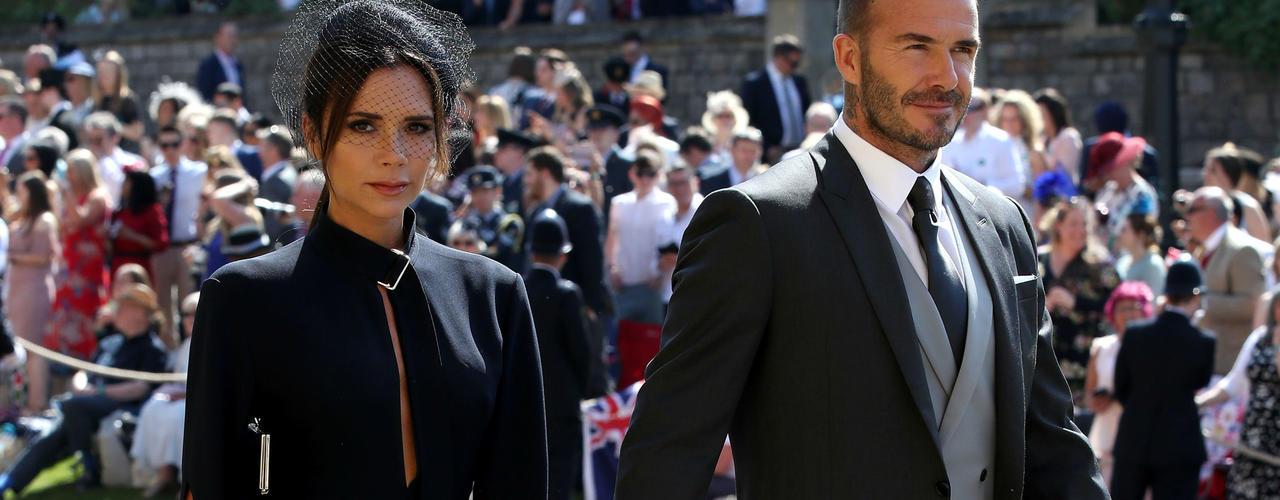 Victoria et David Beckham étaient présents, dans des tenues sobres mais élégantes.