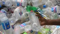 On avalerait environ 2.000 micro-pièces de plastique par semaine, ce qui représente 21 g par mois et un peu plus de 250 g par an.