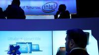 Un homme découvre les nouveaux produits Intel, le 8 janvier 2013 à Las Vegas [Justin Sullivan / Getty Images/AFP/Archives]