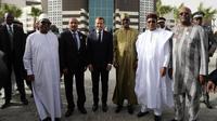 Emmanuel Macron entouré des dirigeants des pays du G5 Sahel (Ibrahim Boubacar Keita pour le Mali, Mohamed Ould Abdel Aziz pour la Mauritanie, Idriss Déby pour le Tchad, Mahamadou Issoufou pour le Niger et Roch Marc Christian Kaboré pour le Burkina Faso), en juillet 2018 à Nouakchott (Mauritanie).