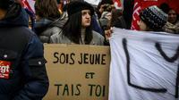 Une pancarte lors d'une manifestation à Lyon le 14 décembre.