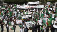 Manifestation d'étudiants algériens à Alger le 26 mars.