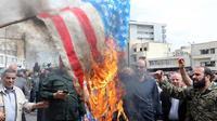 Des Iraniens brûlent le drapeau américain à Téhéran en avril dernier, après que Donald Trump a placé les Gardiens de la Révolution sur la liste des «organisations terroristes».