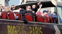 La préfecture de police de Paris contrôle les cars de touristes pour vérifier qu'ils sont en règle.