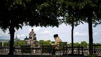 Les arbres en ville permettent également d'économiser de l'énergie, de stocker le carbone, de purifier la qualité de l'air et de l'eau...