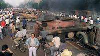 Un char brulé lors des affrontements en 1989