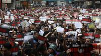 Des dizaines de milliers de manifestants, tout de noir vêtus, ont participé ce dimanche 16 juin à un nouvelle manifestation à Hong Kong.