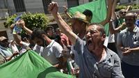 Des Algériens scandant des slogans contre le pouvoir en place lors du 19e vendredi de mobilisation, le 28 juin dernier.