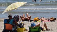 La plage est un lieu idéal pour se plonger dans un bon livre
