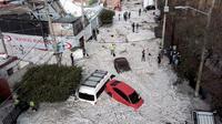 200 maisons et commerces ont été touchés, et au moins 50 véhicules emportés par le torrent qu'a formé la glace.