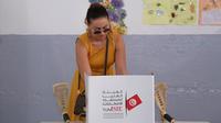 Une Tunisienne votant à Sousse pour les élections présidentielles de son pays, dimanche 15 septembre.