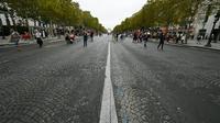 La pollution et le bruit ont été nettement diminués dimanche sur les Champs-Elysées notamment.