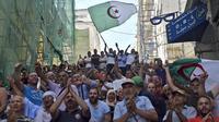 Les manifestants, dans la rue depuis 41 semaines, rejettent la présidentielle du 12 décembre et demandent le démantèlement total du «système» au pouvoir depuis l'indépendance de l'Algérie en 1962.