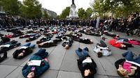 Le 19 octobre lors d'un rassemblement place de la République à Paris pour dénoncer les violences faites aux femmes.