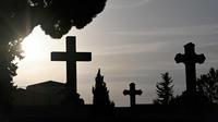 L'arrêté municipal interdisant aux 830 habitants de La Gresle de mourir à leur domicile les week-ends et jours fériés a été publié vendredi 6 décembre.