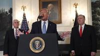 Donald Trump avec son vice-président, Mike Pence, et son secrétaire d'Etat, Mike Pompeo.
