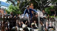 Juan Guaido qui tente d'accéder, sans succès, au Parlement