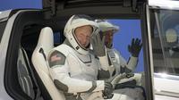 Doug Hurley (à gauche) et Bob Behnken (à droite) seront les deux astronautes américains qui prendront place à bord de la capsule Crew Dragon de SpaceX, au sommet de la fusée Falcon 9.