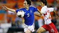 Marinette Pichon (g) lors d'un match de la France contre la Corée en Coupe du monde, le 24 septembre 2003 à Washington [Doug Pensinger / Getty Images/AFP/Archives]
