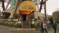 """L'ancien mobilier de deux célèbres restaurants de la Tour Eiffel, """"Le Jules Verne"""" et la brasserie """"Altitude 95"""", signé du décorateur Slavik, sera mis aux enchères le 27 septembre à Drouot-Montmartre, à Paris, par la maison de ventes Chayette & Cheval.[AFP]"""