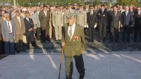 Un ancien harki  le 25 septembre 2001 à Bias, lors d'une cérémonie en hommage aux supplétifs de l'armée française [Derrick Ceyrac / AFP/Archives]