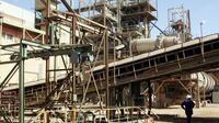 L'usine Somair près de la mine d'uranium d'Arlit, au Niger, en 2005 [Pierre Verdy / AFP/Archives]